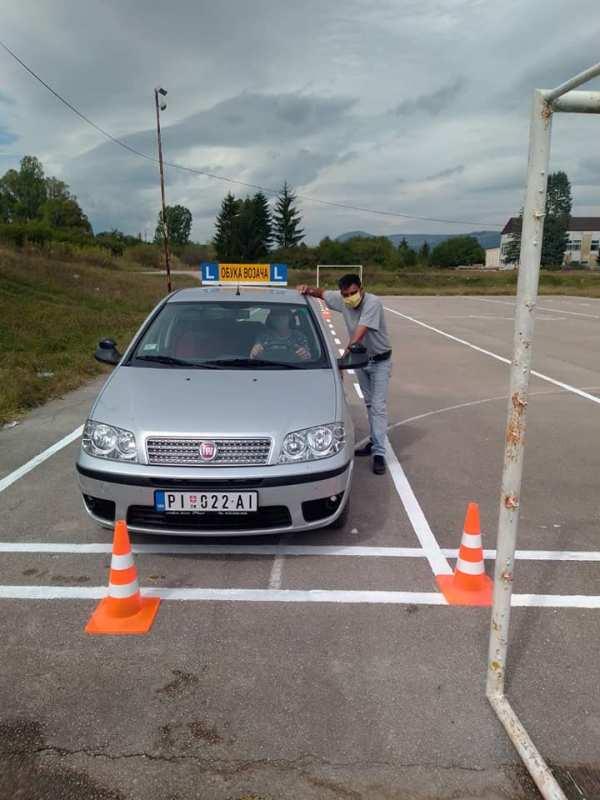 Обука возача за Б категорију
